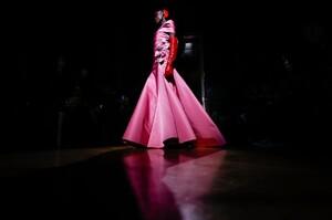 Valentino-Haute-Couture-SS20-Paris-24659-1579718670.thumb.jpg.b7922ebc05d69e82999f80e6f3ffdb9d.jpg