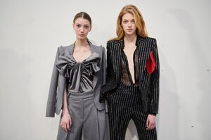 backstage-defile-alexandre-vauthier-printemps-ete-2020-paris-coulisses-31.thumb.jpg.d03394f88667abc60e5e36be51b459a6.jpg