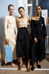 backstage-defile-awake-mode-printemps-ete-2020-londres-coulisses-55.thumb.jpg.e8b1c10db6d157e894c34e83094fbf93.jpg