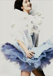 ARCHIVIO - Vogue Italia (June 2004) - A Play of Ruffles - 006.jpg