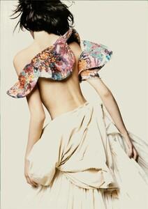 ARCHIVIO - Vogue Italia (June 2004) - A Play of Ruffles - 009.jpg