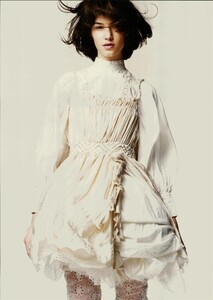 ARCHIVIO - Vogue Italia (June 2004) - A Play of Ruffles - 003.jpg