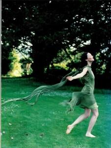 ARCHIVIO - Vogue Italia (November 1997) - Huntington Castle - 004.jpg