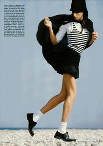 ARCHIVIO - Vogue Italia (December 2004) - En Plein Air - 003.jpg