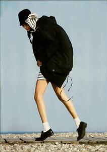 ARCHIVIO - Vogue Italia (December 2004) - En Plein Air - 002.jpg