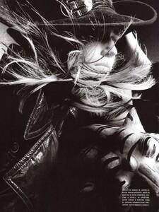 Vogue Italia (October 2005) - Wild Elegance - 002.jpg