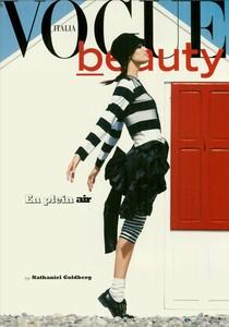 ARCHIVIO - Vogue Italia (December 2004) - En Plein Air - 001.jpg