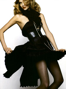 Vogue_Italia_Março2005_phNathanielGoldberg_GemmaWard_07.jpg