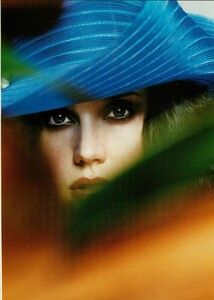 ARCHIVIO - Vogue Italia (March 2004) - Jennifer Connelly - 002.jpg