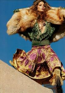 ARCHIVIO - Vogue Italia (November 2004) - Smash Of Prints - 002.jpg