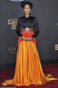 25077458-8034085-Stunner_All_eyes_were_on_Janelle_Monae_as_she_stepped_on_the_NAA-m-36_1582432648753.jpg