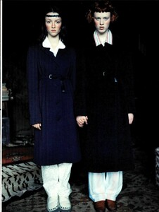 ARCHIVIO - Vogue Italia (November 1997) - Huntington Castle - 006.jpg