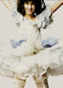 ARCHIVIO - Vogue Italia (June 2004) - A Play of Ruffles - 002.jpg