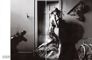 Vogue Italia (October 2005) - Wild Elegance - 004.jpg