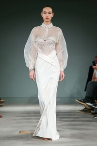 Alexis-Mabille-Haute-Couture-SS20-Paris-2037-1579615628.thumb.jpg.1f2d8e273ee11f75bd981b7a4d7d5072.jpg