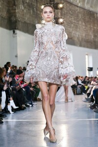 Elie-Saab-Haute-Couture-SS20-Paris-0048-1579697794.thumb.jpg.945f55fe1343ea322f7d741c261ef7a1.jpg