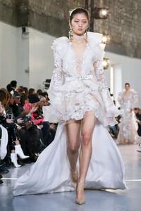 Elie-Saab-Haute-Couture-SS20-Paris-0058-1579697802.thumb.jpg.46290e8d1e0009d2a2f177eee0488cea.jpg