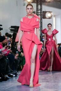 Elie-Saab-Haute-Couture-SS20-Paris-0143-1579697884.thumb.jpg.8f3dd7d908a00b1ff61e46509c05b8c1.jpg