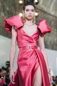 Elie-Saab-Haute-Couture-SS20-Paris-0164-1579697894.thumb.jpg.846355da97a84f1f861d94a53e8aae86.jpg
