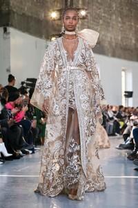 Elie-Saab-Haute-Couture-SS20-Paris-0234-1579697955.thumb.jpg.1e2c9d79ee1e581d3ea968831a593a04.jpg