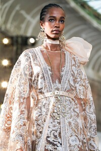 Elie-Saab-Haute-Couture-SS20-Paris-0239-1579697958.thumb.jpg.8444702960dbd56c6a446807cc6d7fa5.jpg