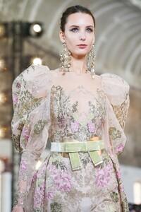 Elie-Saab-Haute-Couture-SS20-Paris-0392-1579698085.thumb.jpg.ea95bc41859974757d7160f9d4371112.jpg