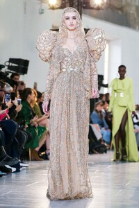 Elie-Saab-Haute-Couture-SS20-Paris-0449-1579698134.thumb.jpg.d07ad3e932610caa5965b4ad5cd06f1d.jpg