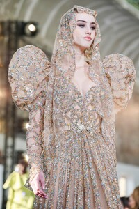 Elie-Saab-Haute-Couture-SS20-Paris-0462-1579698139.thumb.jpg.37624648d4bf605301f1eca6ce37519d.jpg