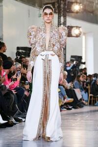 Elie-Saab-Haute-Couture-SS20-Paris-0600-1579698266.thumb.jpg.f7e7acaf80327f6bab0f694b27912915.jpg