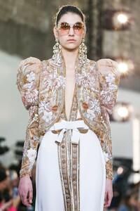 Elie-Saab-Haute-Couture-SS20-Paris-0605-1579698268.thumb.jpg.5537f5f5510989eab3e74c8669bdbf4a.jpg