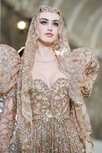 Elie-Saab-Haute-Couture-SS20-Paris-0753-1579698580.thumb.jpg.053f2a8400ec8352f0938528be45d52e.jpg