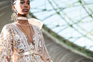 Elie-Saab-Haute-Couture-SS20-Paris-0787-1579698610.thumb.jpg.fa9a933c038ce9322a121be07930efb4.jpg