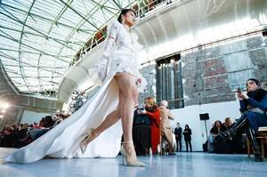 Elie-Saab-Haute-Couture-SS20-Paris-22850-1579697829.thumb.jpg.59143c096fe4484baa007188ffc3867d.jpg