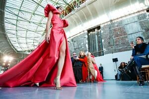 Elie-Saab-Haute-Couture-SS20-Paris-22903-1579697920.thumb.jpg.95275da0d400496c4fb0dc638765f7d5.jpg