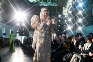 Elie-Saab-Haute-Couture-SS20-Paris-45040-1579698163.thumb.jpg.a6dcd2f6d8bf456c6a9bb4de45fa3be3.jpg