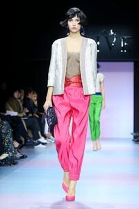 Giorgio-Armani-Prive-Haute-Couture-SS20-Paris-0125-1579634729.thumb.jpg.3b132505d97091a927812c6dc9598107.jpg