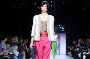 Giorgio-Armani-Prive-Haute-Couture-SS20-Paris-0129-1579634733.thumb.jpg.c1051479315f81e8a2d77db6a31437b9.jpg