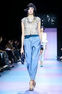 Giorgio-Armani-Prive-Haute-Couture-SS20-Paris-0141-1579634752.thumb.jpg.97f392959321a1f9f401feb2b6cbe69a.jpg