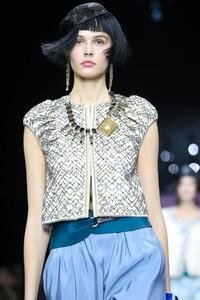 Giorgio-Armani-Prive-Haute-Couture-SS20-Paris-0142-1579634753.thumb.jpg.2a11982dd22d6363c8113ecf53afb395.jpg