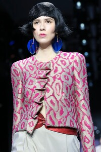 Giorgio-Armani-Prive-Haute-Couture-SS20-Paris-0189-1579634819.thumb.jpg.217f7e96f20a46882486c514740d4287.jpg