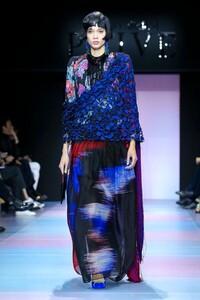 Giorgio-Armani-Prive-Haute-Couture-SS20-Paris-0379-1579635058.thumb.jpg.890cc00ebc92f75c494ed8fe34dbed90.jpg