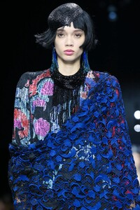 Giorgio-Armani-Prive-Haute-Couture-SS20-Paris-0380-1579635061.thumb.jpg.a246ad470464faaed585622cc8506028.jpg