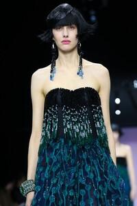 Giorgio-Armani-Prive-Haute-Couture-SS20-Paris-0458-1579635184.thumb.jpg.4886b9efa8b6b0959479ec8168ec3c93.jpg