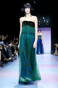 Giorgio-Armani-Prive-Haute-Couture-SS20-Paris-0466-1579635194.thumb.jpg.9aa8fd19c41c15680a794fd93dea3bb8.jpg