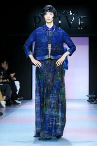 Giorgio-Armani-Prive-Haute-Couture-SS20-Paris-0535-1579635300.thumb.jpg.66d35d93956490bcd8d5dd6499d73fb8.jpg