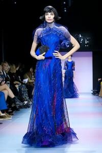 Giorgio-Armani-Prive-Haute-Couture-SS20-Paris-0606-1579635411.thumb.jpg.8baa6acdad7af23c09f0c45d62a48513.jpg