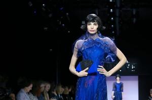 Giorgio-Armani-Prive-Haute-Couture-SS20-Paris-0607-1579635412.thumb.jpg.902b040148449a8ddae9f5c340a1d6f9.jpg