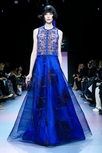 Giorgio-Armani-Prive-Haute-Couture-SS20-Paris-0652-1579635480.thumb.jpg.c02b4b23ce85210eda80260d8283eb2d.jpg