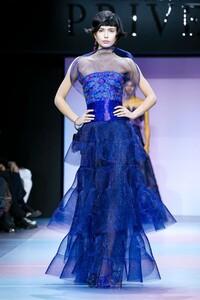 Giorgio-Armani-Prive-Haute-Couture-SS20-Paris-0659-1579635492.thumb.jpg.8a309c8ff4e33e52418ed71772630343.jpg