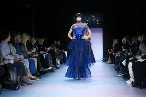 Giorgio-Armani-Prive-Haute-Couture-SS20-Paris-0660-1579635494.thumb.jpg.c8beb98eb4e65762cb0b0d52f92c3edb.jpg